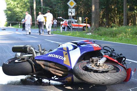 Motorrad News M Rz by Schwerer Motorradunfall Sohn T 246 Dlich Und Mutter Schwer