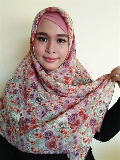 Jilbab Segiempat Motif Bunga Viona Chiffon segiempat bahan chiffon motif bunga warna pink