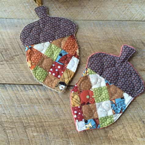 Patchwork Pot Holders - patchwork acorns
