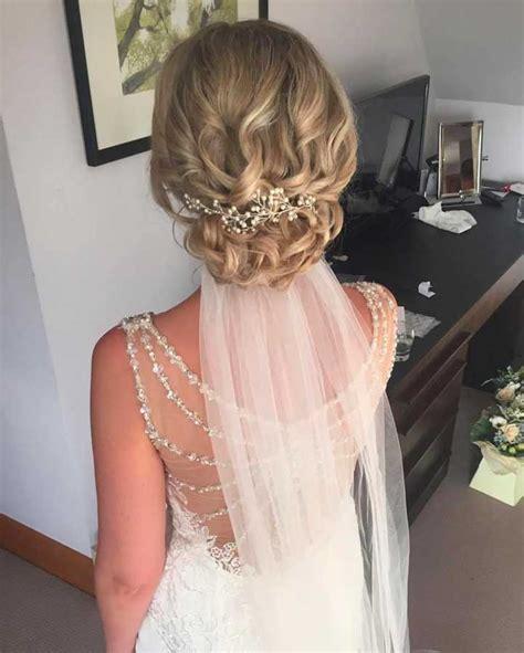 Wedding Updo With Veil Underneath by Le 20 Migliori Acconciature Sposa Con Accessori Per