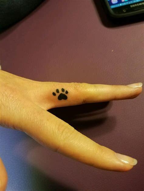 finger tattoo swelling 1000 ideas about heart tattoo on finger on pinterest