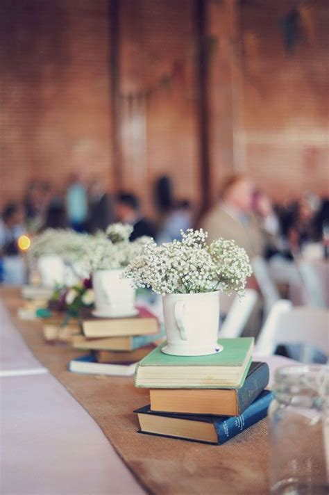 Decorating Ideas Using Books 25 Best Ideas About Book Centerpieces On Book