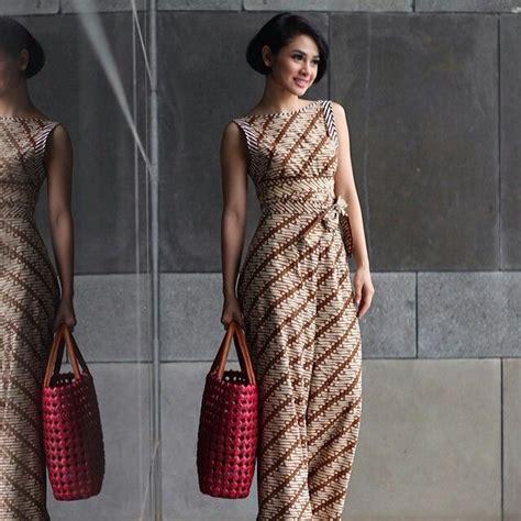 Dress Joana Kombinasi dress batik terusan dengan desain tanpa lengan yang