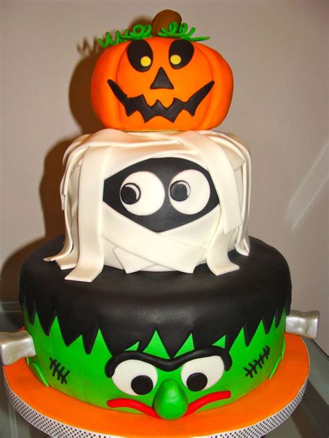 halloween themes birthday a halloween themed birthday cake i love this i think