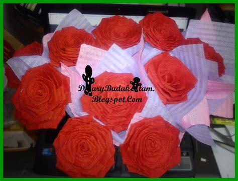 membuat bunga kertas crepe setiap bunga seterusnya dibalut dengan kertas crepe yang