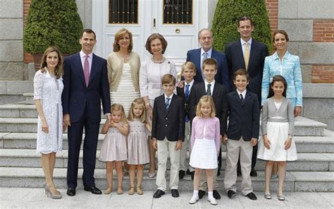 royal family spanish royals kmhouseindia spanish royal family embroiled in corruption