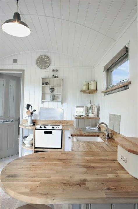 cuisine ilot central arrondi cuisine en image la cuisine arrondie dans 41 photos pleines d id 233 es