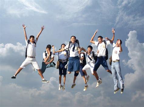 wallpaper anak muda kisah sukses pelajar indonesia menjuarai kompetisi