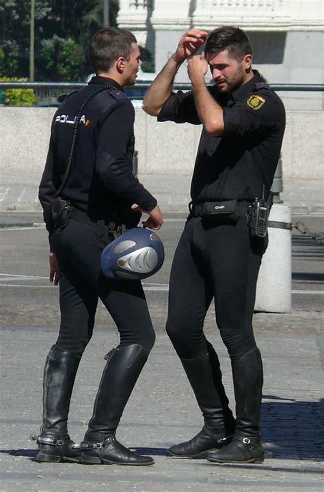 men in spandex lycra tight policiais e militares gostosos
