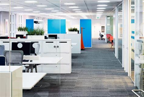 layout kantor modern sikap yang harus di miliki pekerja kantoran arriba design