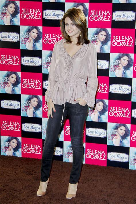 Selena Blouse 2 selena gomez ruffle blouse looks stylebistro