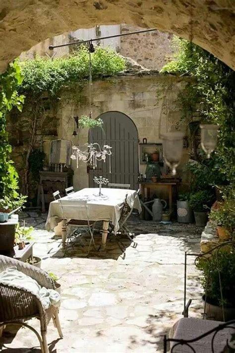 Italian Garden Decor Table In A Courtyard Gardens Pinterest