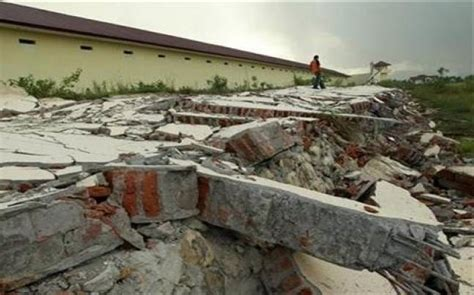 earthquake indonesia today 5 2 magnitude earthquake strikes timor island in indonesia