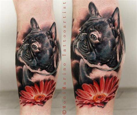 tatouage chien bouledogue et fleur rouge inkage