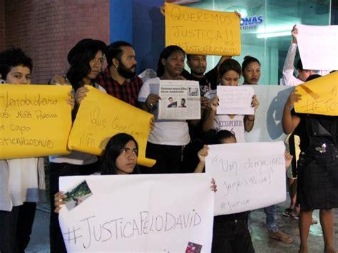 g1 grupo protesta em delegacia ap 243 s morte de jovem