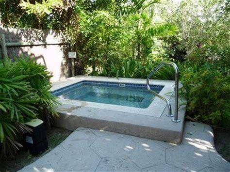 decoracion de jardines pequeños con estanques terrazas pequeas con piscina ideas para decorar terrazas