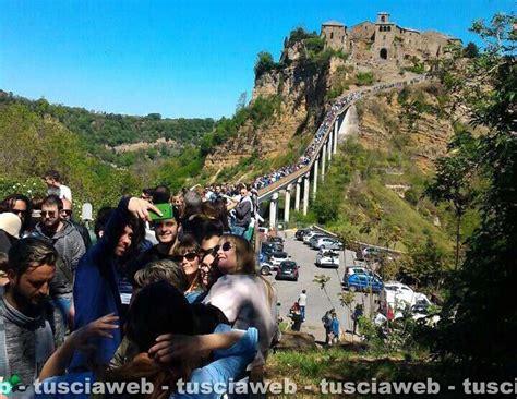 civita di bagno regio quot 30mila turisti a civita nel weekend di pasqua quot tusciaweb eu