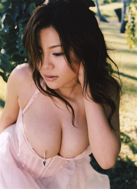 Gw 185 B Size Besar kenapa pria suka memandang payudara wanita kaskus