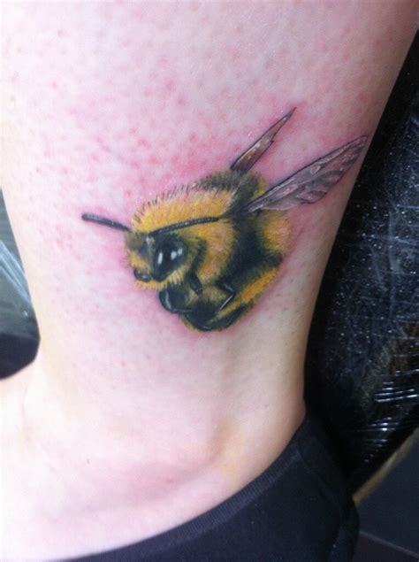 bumble bee tattoo colour realistic bumblebee tattoos