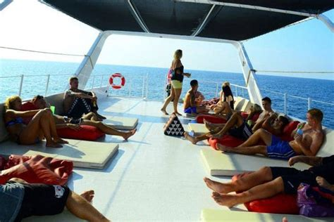 catamaran hire cairns 36 best images about boat party cairns on pinterest