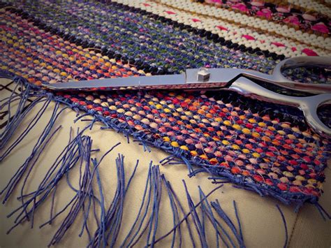 tricks to having a weave that lies flat finishing rag rug with square knots and trimming warp