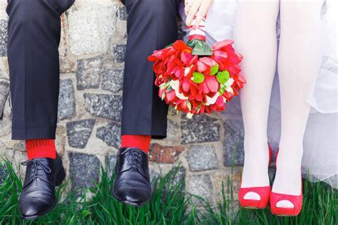Farbige Brautschuhe Kaufen by Hochzeitsoutfit Mit Farbe Akzente Setzen