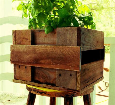 Dishfunctional Designs Creative Ways To Use Pallets Pallet Planter Box Plans