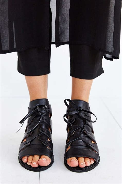Sandal Gunung Suzuran X Black black gladiator sandals to bring edge to any boring day at the office or dress up any casual