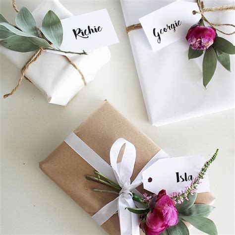 wrapping a gift 17 best ideas about birthday gift wrapping on