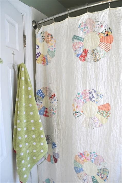 Quilt Shower Curtain by Quilt As A Shower Curtain Diy Bathroom Decor This And Quilts