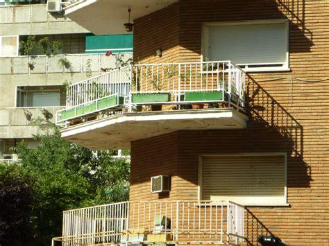 cornisa voladiza fotos gratis arquitectura cubierta madera casa techo