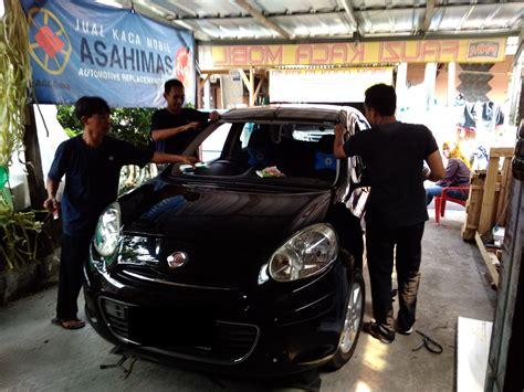 Kaca Spion Mobil Nissan March pemasangan kaca depan mobil nissan march fauzi kaca mobil