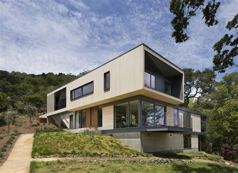Build A Guest House In Backyard 15 Hillside Homes That Know How To Embrace The Landscape