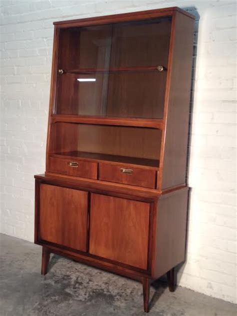 Mid Century Modern China Cabinet Hutch   Bar Cabinet