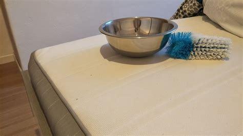 matratze reinigen matratze reinigen tipps und hausmittel gegen flecken