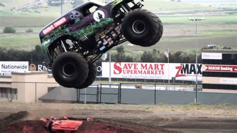 monster truck youtube video grave digger monster truck mayhem youtube