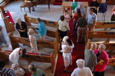 personas entrando en iglesia 191 por que se van las personas de las iglesias 191 que podemos