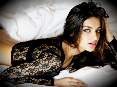 actress name of munna michael nidhhi agerwal hot sexy munna michael actress photos