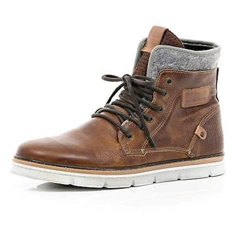 boat shoes all year round mens casual boots find a pair of mens casual boots at