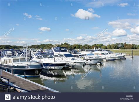 Thames River Marina | racecourse marina on river thames maidenhead road