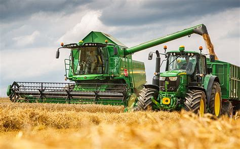 new john deere combine developments for 2015 john deere revised w and t series combines for 2016