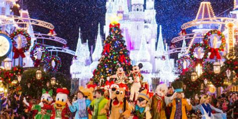 when do christmas lights go up at disney world 2017
