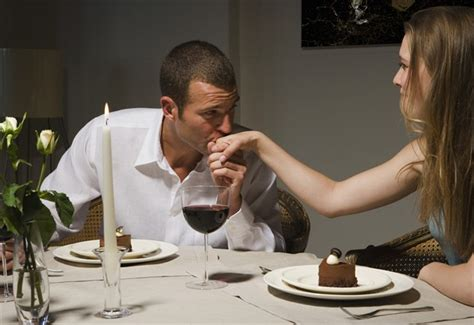 cosa cucinare per una cena romantica sedurla con una cena da te seduzionevera