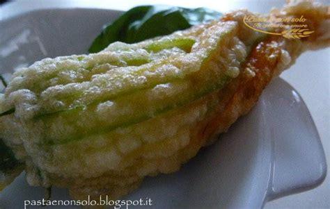 fiori di zucca non fritti fiori di zucca fritti con ripieno di alici e mozzarella