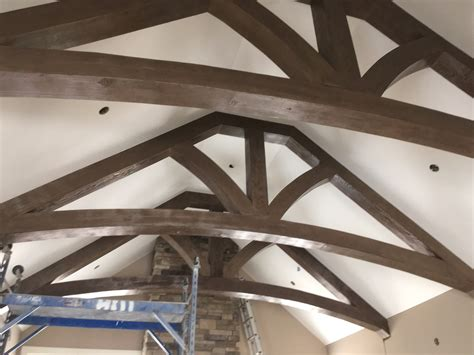 decke holzbalken cathedral ceiling faux wood workshop