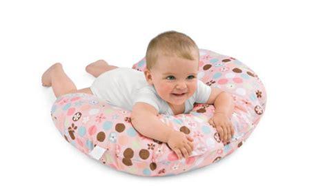 cuscino allattamento posizioni il cuscino per allattamento boppy periodofertile it