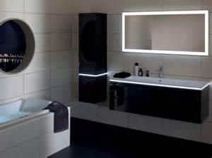 la salle de bains s habille en noir et blanc d 233 coration