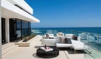 Patio Waterfall Incredible Beach House In California Brings The Ocean Indoors