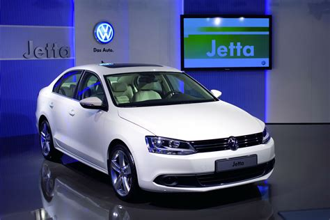 volkswagen jetta r line vw teases jetta r with 3 6l v6 powered all wheel drive