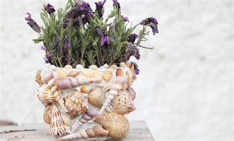 vasi con conchiglie vaso decorato con le conchiglie idea fai da te estiva
